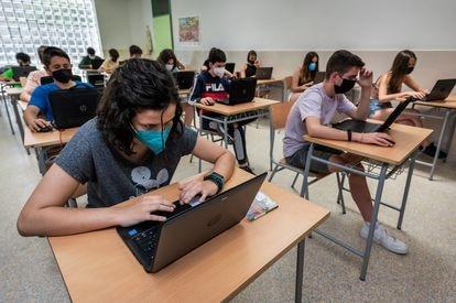 Alumnos de la ESO en el centro integrado público El Espartidero, en Zaragoza, el jueves.