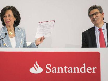 Ana Botín, presidenta del Banco Santander y José Antonio Álvarez, consejero delegado, durante las presentación de resultados de 2017 en la sede de la entidad en Boadilla del Monte.