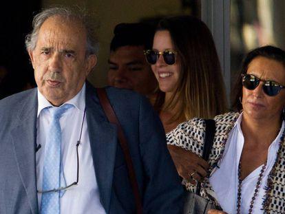 El catedrático Enrique Álvarez Conde, en los juzgados.
