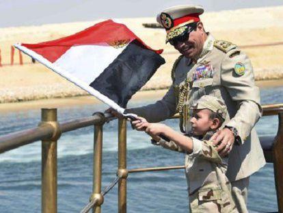 Al Sisi presenta la ampliación del Canal de Suez.