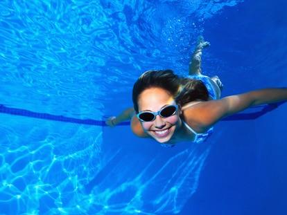 Estas gafas se pueden utilizar tanto en la piscina como en la playa. GETTY IMAGES.