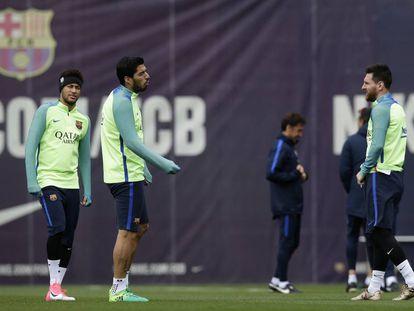 El Barcelona en pleno entrenamiento para su próximo partido ante el Granada