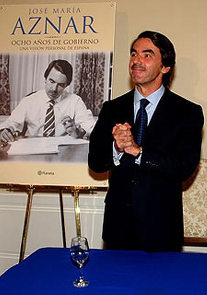 José María Aznar en la presentación de su libro de memorias a la prensa mexicana tras conocerse el asunto de la medalla.