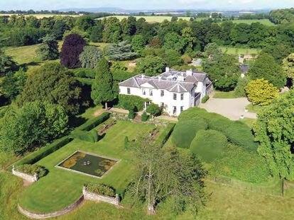 Panorámica de la mansión comprada por Corinna Larsen en la campiña inglesa en una imagen promocional de la inmobiliaria Knight Frank.