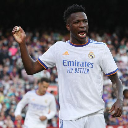 Soccer Football - LaLiga - FC Barcelona v Real Madrid - Camp Nou, Barcelona, Spain - October 24, 2021  Real Madrid's Vinicius Junior reacts as he goes off to substituted REUTERS/Albert Gea