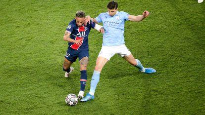 Rúben Dias intenta frenar a Neymar en la ida de las semifinales de Champions entre Manchester City y PSG.