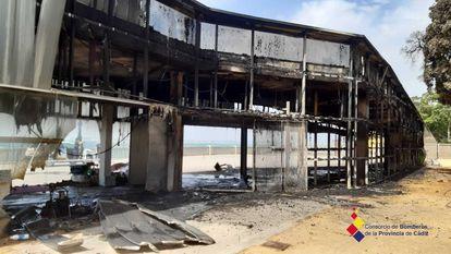 Un incendio de causas aún desconocidas ha destruido la Pérgola de Santa Bárbara en Cádiz, un edificio que costó 1,5 millones de euros de fondos europeos y que nunca llegó a tener uso.