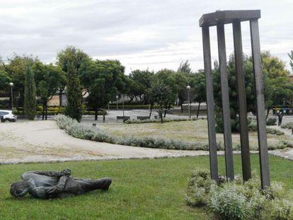 La estatua derribada de Jordi Pujol en Premià de Dalt.