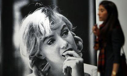 Marilyn, en un descanso del rodaje de 'Vidas rebeldes', en una imagen de Dennis Stock
