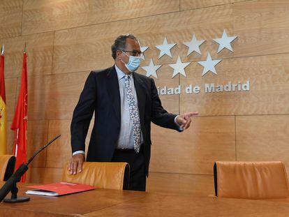 El consejero de Educación de Madrid, Enrique Ossorio, poco antes de la rueda de prensa.