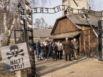 Dos centenares de exdeportados participan en la ceremonia este lunes del 75º aniversario de la liberación del campo de exterminio nazi