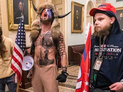 Uno de los simpatizantes de Donald Trump en el asalto al Capitolio de Estados Unidos el pasado miércoles.