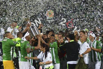 Los jugadores de Nacional celebran el triunfo en la Libertadores.