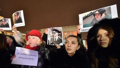 Concentración en la plaza de la Independencia de Kiev para pedir la liberación de la piloto ucrania Nadiya Savchenko, detenida en Rusia.