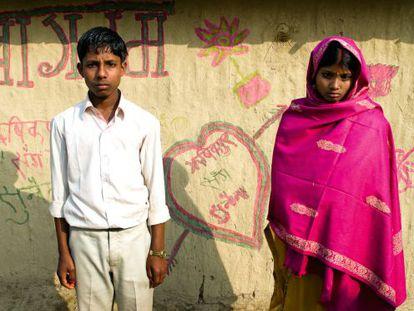 Una pareja india va a pasar su primera noche juntos, pero ninguno de los dos está feliz.