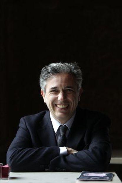 El profesor Ángel Santamaría.
