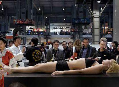 La <i>moda</i> japonesa del <i>nyotaimori</i> acaparó la atención del público en la feria Bread & Butter de Barcelona.
