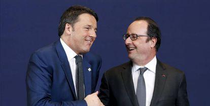Renzi (I) y Hollande  durante la cumbre europea sobre inmigración.
