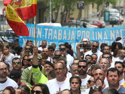 Militares concentrados junto al Ministerio de Defensa en demanda de sus derechos.