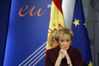 María Teresa Fernández de la Vega durante la rueda de prensa posterior al Consejo de Ministros del 14 de mayo de 2010.