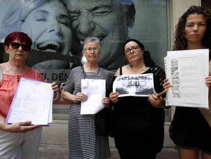 Un grupo de pacientes afectado por el caso iDental.
