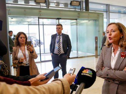 En vídeo, la ministra de Economía, Nadia Calviño, este miércoles en Luxemburgo.