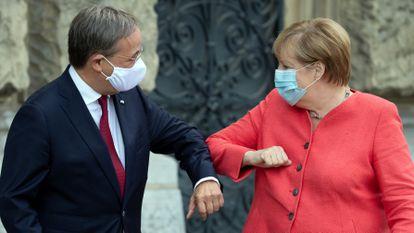Angela Merkel y Armin Laschet, durante una reunión en Düsseldorf (Alemania), en agosto pasado.