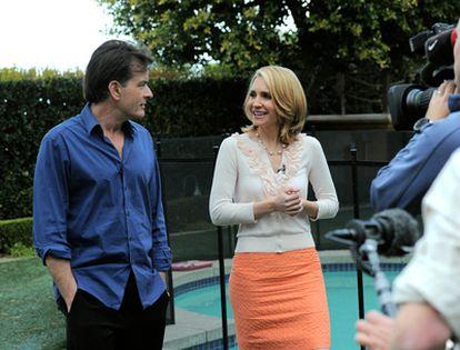 La periodista Andrea Canning, del programa 'Good morning America', durante su entrevista con Charlie Sheen.