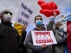 DVD1043 (18/02/2021) Manifestantes se concentran a favor de la aprobación de la ley de eutanasia en la Puerta del Sol en Madrid.