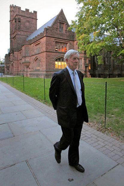 El escritor Mario Vargas Llosa, en el campus de la Universidad de Princeton en Nueva Jersey el pasado octubre.