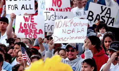 Manifestación en defensa de los derechos de los inmigrantes en Kansas en 2006.