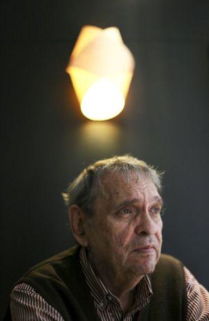 El poeta venezolano Rafael Cadenas.