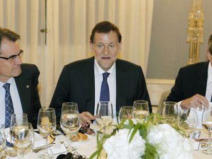 El presidente de la Generalitat de Cataluña, Artur Mas, el presidente del Gobierno, Mariano Rajoy y el presidente del Banco Central Europeo, Mario Draghi.