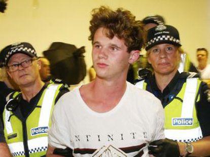 Un australiano de 17 años; una californiana de 8; tres españolas de 14... Chicos que se convierten en héroes y rompen con su fama de apatía