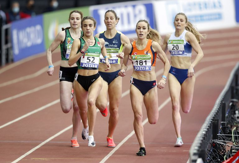 Daniela García, with number 52, in the Spanish Indoor Athletics Championship.