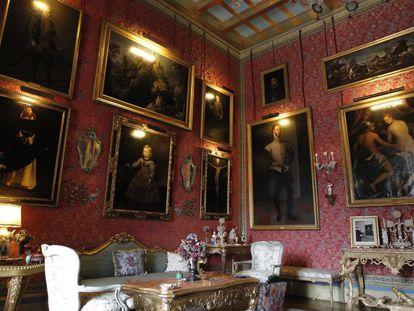 Estancias del palacio de Liria, con cuadros de Zurbarán y Velázquez, entre otros.