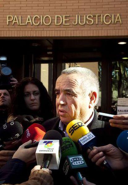Ángel Fenoll, ante los juzgados de Orihuela.