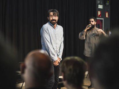 El actor Israel Elejalde en la obra 'Un roble', en El Pavón Teatro Kamikaze de Madrid.