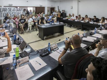 Protesta ciudadana contra las subidas de sueldo en el Ayuntamiento de Vilassar de Mar.
