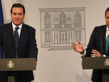 Los presidentes de CEOE, Antonio Garamendi (izquierda), y Cepyme, Gerardo Cueva.