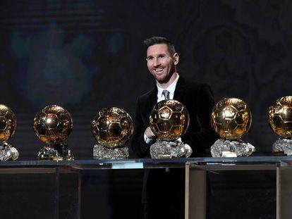 Messi, este lunes en París, con los seis balones de oro que ha ganado.
