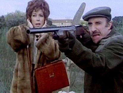 Una imagen de 'La escopeta nacional', con José Sazatornil y Mónica Randal.