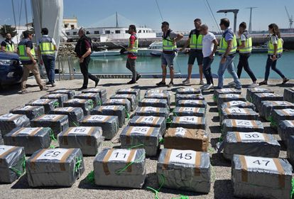 La policía incauta 1,5 toneladas de cocaína en un velero (Cádiz).