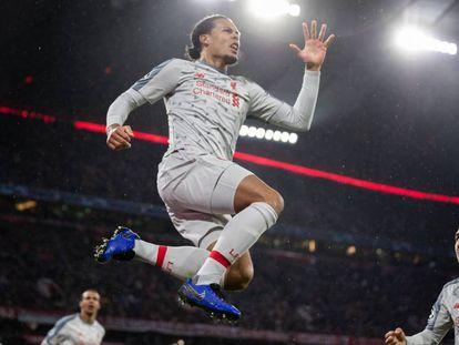 Virgil Van Dijk celebra el segundo gol del Liverpool en Munich.
