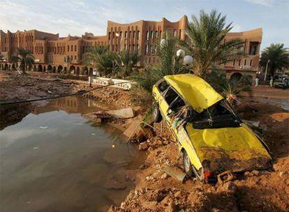 Un vehículo siniestrado en la provincia de Ghardaia.