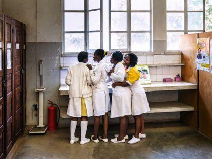 Enfermeras del hospital de XaiXai, en Mozambique.