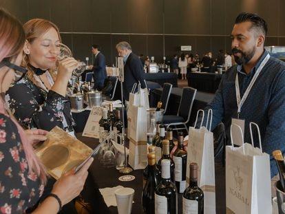 Los productores de cada marca ofrecieron degustación de vinos españoles.
