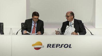 Josu Jon Imaz y Antonio Brufau, en una junta de accionistas de Repsol.
