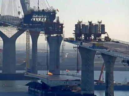 El puente de la Constitución, durante las obras.
