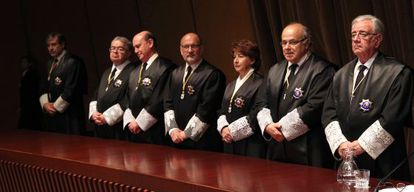 Magistrados del Constitucional el día de la toma de posesión de Pérez de los Cobos como presidente.
